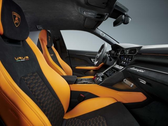 Lamborghini Urus Pearl Capsule
