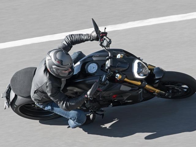 Ducati Diavel 1260 S Black and Steel 2