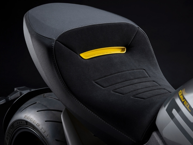 Ducati Diavel 1260 S Black and Steel 9