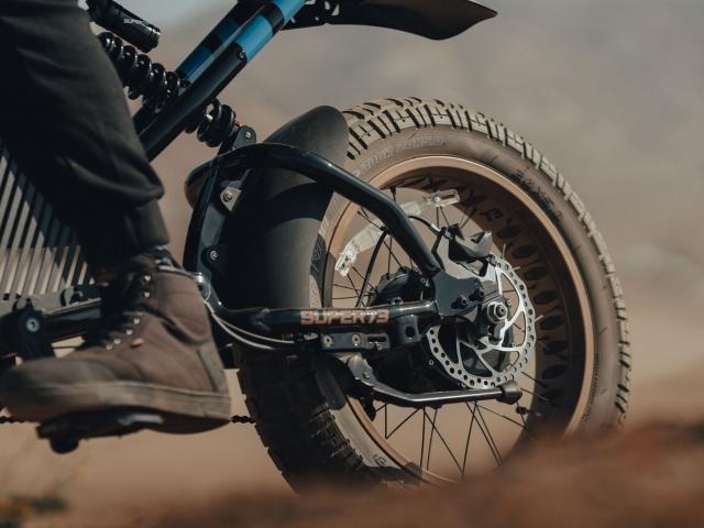 Moto eléctrica Hot Wheels 8