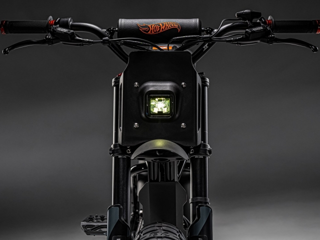 Moto eléctrica Hot Wheels 3