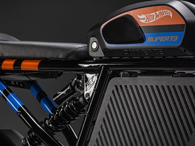 Moto eléctrica Hot Wheels 2