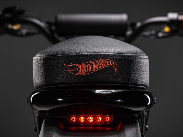 Moto eléctrica Hot Wheels 1